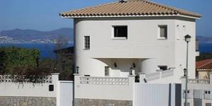 Situé à L'Escala, l'Holiday Home Hart L Escala propose un stationnement gratuit et une piscine extérieure. Cet hébergement dispose d'une télévision, d'un balcon et d'une terrasse.