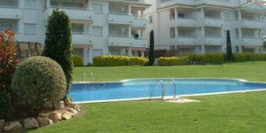 Apartment located in a urbanisation in Platja de Pals. in front of the Pals Golf course (150m).