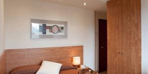 L'Hotel Condal est situé dans le quartier historique de Gérone, à 400 mètres des gares ferroviaire et routière. Vous pourrez profiter d'une connexion Wi-Fi gratuite et d'une réception ouverte 24h/24.