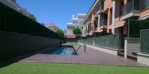 Le Residencial Palamós est situé à 50 mètres de la promenade du bord de mer, à Palamós. Installé dans des jardins comportant une piscine extérieure ouverte en saison, le complexe propose un parking gratuit et des appartements climatisés avec balcon privatif.
