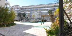 L'établissement Port Canigó Apartments est situé près des canaux de Roses, à 1 km des plages de la ville. Le complexe propose une piscine extérieure ouverte en saison ainsi que des appartements avec terrasse privée et meublée.