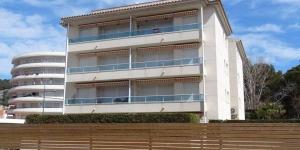 L'Apartamentos Las Brisas est situé dans le centre de L'Estartit, à seulement 50 mètres de la plage. Situé dans une propriété privée, il possède un jardin avec une piscine extérieure commune.