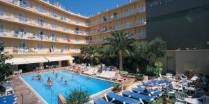Lloret de Mar: séjournez au cœur de la ville  L'hôtel La Palmera comprend un bain turc, un sauna et une piscine extérieure dotée de bains à remous. Situé à 400 mètres de la plage de Lloret, il propose des chambres climatisées avec un balcon et une télévision par satellite.