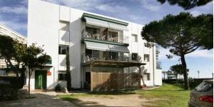 Situés sur le front de mer, à Platja d'Aro, les appartements climatisés de l'Apartaments Les Roques bénéficient gratuitement d'une connexion Wi-Fi ainsi que d'un parking privé. Ils disposent d'une terrasse meublée et offrent une vue latérale sur la mer.