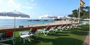 Idéalement situé dans une magnifique zone boisée de 5,7 hectares, cet hôtel se trouve au bout de la plage Santa Cristina. Cet hôtel est face à la mer, à seulement 200 mètres de la plage, à laquelle vous pouvez accéder par différents chemins entourés d'une variété d'arbres.