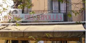 Entouré par le magnifique paysage montagneux de Ripoll, en Catalogne, l'Hostal Del Ripollès propose des chambres simples avec salle de bains privée et télévision. La maison d'hôtes dispose d'une zone de connexion Wi-Fi gratuite.