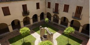 L'établissement Casa Convent Peralada est un bâtiment historique situé dans la ville médiévale de Peralada, à seulement 170 mètres du château. Entouré de jardins, ce cloître restauré dispose de grandes terrasses et d'une cour centrale.