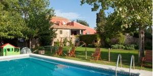 Le Turisme Rural Mas Masaller occupe une ancienne ferme du XIIIe siècle transformée en un élégant hôtel, à seulement 3 km de de La Bisbal d'Empordà. Il possède une piscine et un service de prêt de vélos.