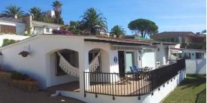 L'établissement Apartaments el Poblet est situé dans les collines, à 4 km de Lloret de Mar. Tous les appartements possèdent une terrasse privée offrant une vue spectaculaire sur la mer et bénéficient gratuitement d'un parking ainsi que d'une connexion Wi-Fi.