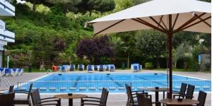 Lloret de Mar: séjournez au cœur de la ville  Situé à 300 mètres de la plage de Lloret de Mar, l'Hotel Gran Garbi dispose de piscines intérieures et extérieures et d'un restaurant-buffet. Toutes les chambres climatisées possèdent un balcon et la télévision par satellite.