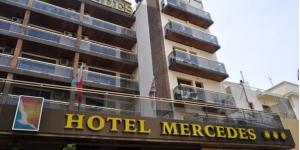 Lloret de Mar: séjournez au cœur de la ville  Situé dans le centre-ville de Lloret de Mar, l'Hotel Mercedes se trouve non loin de la plage, où vous pourrez vous rendre à pied. Il est le lieu idéal pour passer des vacances amusantes en famille, au soleil.