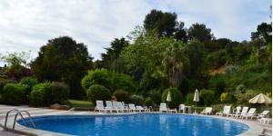 Lloret de Mar: séjournez au cœur de la ville  Situé à 300 mètres de la plage de Lloret, l'établissement moderne Hotel Gran Garbi Mar propose une vue sur la mer, une piscine extérieure et un bar. Chaque chambre dispose d'un balcon, d'une télévision par satellite et de la climatisation en été.
