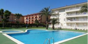 Implanté dans le centre d'Estartit, à 250 mètres de la plage de la Costa Brava, l'Apartamentos Blaumar propose une piscine extérieure et des appartements possédant un balcon. Certains offrent une vue sur la piscine.