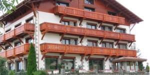 Cet hôtel rustique se situe à l'entrée de Molló, au cœur de la vallée de Camprodon et à quelques kilomètres de la France. L'Hotel Calitxo possède un salon, un café accueillant et un restaurant où vous pourrez déguster les meilleurs produits de saison.