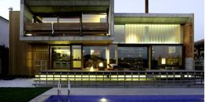 Doté d'une piscine privée et d'une élégante terrasse bien exposée, le Santa Mónica - Holiday House occupe une luxueuse villa de créateur à Maçanet de la Selva. Il comprend des baies vitrées ainsi que du parquet.