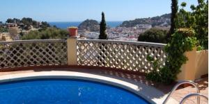Offrant une vue panoramique sur Tossa de Mar et sur la mer, le Tossa Panoramic Sea View Villa se trouve à 4 minutes de route de la plage et du château. Il dispose d'une terrasse privée avec barbecue et d'une piscine extérieure commune.