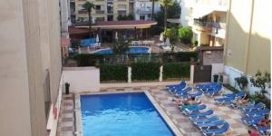 Lloret de Mar: séjournez au cœur de la ville  L'Hotel Catsella, qui possède une piscine extérieure, propose un hébergement de qualité dans la station balnéaire de Lloret de Mar, à seulement 250 mètres de la plage. Les chambres simples et confortables de l'établissement possèdent toutes une salle de bains privative.