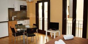 L'établissement Girorooms se trouve dans le centre médiéval de Gérone, à seulement 250 mètres de la cathédrale. Les appartements élégants sont dotés pour la plupart d'une télévision à écran plat et d'une connexion Wi-Fi gratuite.