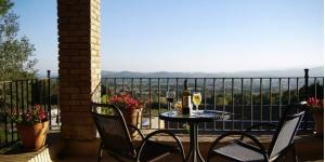 Cet hôtel séduisant bénéficie d'un cadre paisible près de Begur, au cœur d'une forêt. Le Mas Ses Vinyes possède un spa, une piscine extérieure et une terrasse offrant de belles vues.