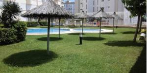 Entouré de jardins verdoyants avec une piscine extérieure ouverte en saison, le Majestic propose des appartements climatisés dotés d'une terrasse privée et d'un barbecue. Il est situé à 200 mètres de la plage Playa Fanals, à Lloret de Mar.