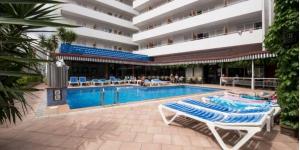 Lloret de Mar: séjournez au cœur de la ville  L'Hotel Xaine Park est situé dans le centre de Lloret de Mar, à 2minutes à pied de la plage principale, de la gare routière et du casino de la station balnéaire. Il possède une piscine extérieure.