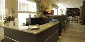 Lloret de Mar: séjournez au cœur de la ville  Situé sur la Costa Brava, l'Hotel Proa Astor se trouve à Lloret de Mar. Il abrite un toit-terrasse bien exposé.