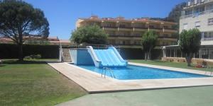 L'Apartaments Garrotxa vous accueille à 600 mètres des plages de L'Estartit. Le complexe propose des appartements dotés d'une terrasse et une piscine extérieure entourée de jardins.