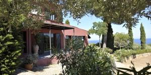 Situé à 10 minutes à pied de la plage Aiguablava, L'Aixart Hostal propose des chambres avec une salle de bains privative, une terrasse et une connexion Wi-Fi gratuite. Certaines offrent une vue sur la mer.