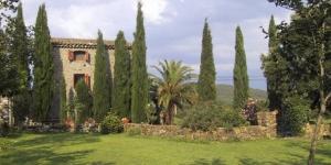 Situé au milieu de jardins verdoyants avec de jolies terrasses et une piscine extérieure, l'Extempora bénéficie d'un emplacement champêtre magnifique, à 5 km de Besalú. Il propose des chambres de style rustiquedotées d'une connexion Wi-Fi gratuite.