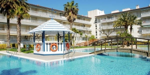 This 2-bedroom apartment is located in Torroella de Montgrí, Spain. It is around 60 m2.