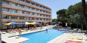 Le Medplaya Hotel Monterrey se trouve dans un quartier calme de Platja d'Aro, à seulement 75 mètres de la plage de Platja Gran. Il dispose d'une piscine et les chambres climatisées sont dotées d'un balcon.