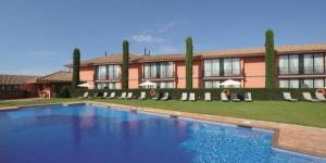 L'Hotel Torremirona Golf & Spa Resort se situe au milieu de jolis jardins, à côté du golf de Torremirona à Navata. Il dispose d'un spa, de 2 piscines et d'une connexion Wi-Fi gratuite accessible dans toutes les parties.