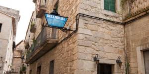 Le Bellmirall est situé dans le centre de la vieille ville de Gérone, à seulement 100 mètres de la cathédrale. Les chambres simples disposent d'une salle de bains privative.