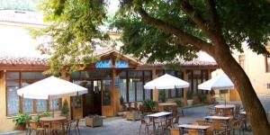 Situé dans un superbe paysage de montagne, l'Hôtel Prats se trouve à Ribes de Freser, dans le nord de la Catalogne, à la limite des Pyrénées espagnoles. Le Prats offre une vue imprenable sur les montagnes et les rivières.
