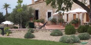 Situé à la périphérie d'Avinyonet de Puigventós, le Mas Falgarona dispose d'une connexion Wi-Fi gratuite et d'une piscine extérieure avec terrasse bien exposée. Il se trouve à 7 km de Figueras.