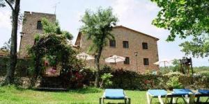 Ce charmant hôtel occupe un ancien moulin en pierre du XVIIe siècle et dispose d'une piscine extérieure. Il jouit d'un beau cadre champêtre au bord de la rivière Muga, entre les Pyrénées et la Méditerranée.