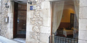 Cette maison d'hôte traditionnelle occupe un charmant bâtiment en pierre dans la vieille ville de Torroella de Montgrí. Un accès Internet par câble est disponible gratuitement dans les chambres et les parties communes.