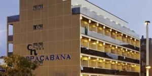 Lloret de Mar: séjournez au cœur de la ville  Situé à 500 mètres de la plage, le Copacabana propose une piscine extérieure et une connexion Wi-Fi gratuite. Les chambres climatisées sont dotées d'une télévision par satellite et d'un balcon avec vue sur la piscine ou la rue.