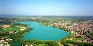Dominant le lac de Banyoles, cet hôtel dispose d'une situation fantastique, au cœur de la Catalogne. Depuis l'hôtel, vous pourrez explorer des parcs nationaux et des centres culturels, tels que Figueres.