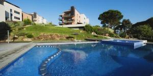 Les appartements à la décoration moderne du Sa Boadella sont implantés à moins de 5 minutes à pied de la plage de Sa Boadella et à 1 km du centre de Lloret de Mar. Ce complexe hôtelier abrite 2 piscines extérieures.