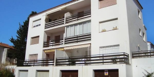 "This Simple apartment block ""Vedos"" contains 3 storeys. Apartment Edifici Vedos Roses is located in the district of Santa Margarida, 1 km from the centre."