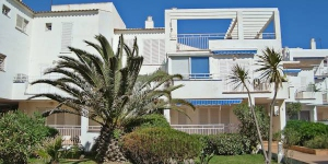"Platja De Roses IX Apartment Roses is located 300 m from the center of Roses, just 25 m from the sea. Points of interest: supermarket - 100 m, shopping center - 300 m, restaurant & bar - 100 m, cafe - 150 m, bus stop - 2 km, railway station ""Figueres"" - 15 km, sandy beach ""Roses"" - 25 m, sports harbor - 3 km, golf course - 15 km."