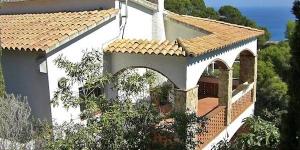 Installé au rez-de-chaussée, le Holiday Home Es Raco I Begur est une maison de 100 m2 composée de 4 chambres, à 2 km du centre de Begur et de la mer. Le Holiday Home Es Raco I Begur comprend un salon/salle à manger de 29m ² avec cheminée à foyer ouvert.