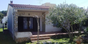 This is a four room house 55 m2, 800 m from the sea. The holiday home has a living/dining room with open fireplace.