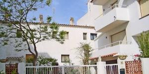 L'établissement Holiday Home Gerani L'Escala se trouve à L'Escala, dans le nord-est de la Catalogne. Il bénéficie d'un emplacement idéal à 50 km au nord-est de Gérone, 135 km au nord-est de Barcelone et 40 km de la frontière française.