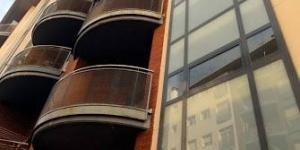 Lloret de Mar: séjournez au cœur de la ville  Les appartements Santa Anna II propose une réception ouverte 24h/24. Les studios et les appartements sont tous dotés d'un balcon, certains studios disposent d'une terrasse aménagée privée.