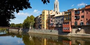 Situé à 100 mètres de la cathédrale de Gérone, le Girona Cool Apartments propose des appartements élégants avec balcon offrant une vue sur le fleuve et la ville. Les bains arabes se trouvent à 200 mètres et une connexion Wi-Fi gratuite est disponible.