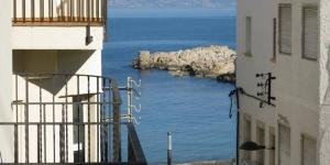 Le CB4R Apartments Poca Farina propose des appartements indépendants dotés d'un balcon ou d'une terrasse avec une vue sur la mer ou la ville de L'Escala. Le front de mer est accessible en moins d'une minute à pied.