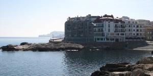 Situé sur le front de mer de L'Escala, à 100 mètres de la petite plage de Port d'en Perris, le CB4R Perris offre une vue sur le golfe de Rosas. L'appartement dispose d'un balcon privatif meublé.
