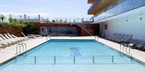 Lloret de Mar: séjournez au cœur de la ville  Situé à 3 minutes à pied de la plage, le Sun Village vous propose des chambres offrant une vue sur la mer, la piscine ou les montagnes. L'hôtel dispose de 2 piscines et d'une connexion Wi-Fi gratuite.